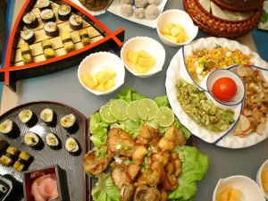 420685_sushi_and_chinese_food_on_a_table